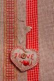 Coeur main-cousu par fond de Valentine texstile Photos libres de droits
