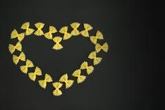 Coeur marqueté par arc de pâtes Images libres de droits