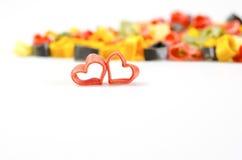 Coeur noir et rouge sur des pâtes d'Italien de fond de pâtes Photographie stock libre de droits