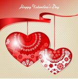 Coeur ornementé par deux, ruban rouge Photo stock