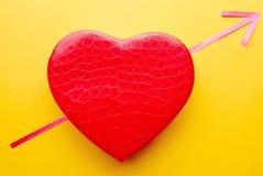 Coeur percé par la flèche de l'amour Photo stock