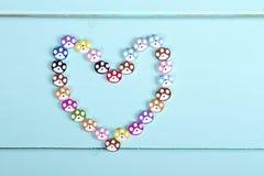 Coeur présenté des boutons Photographie stock libre de droits