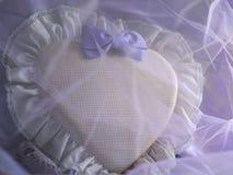 Coeur romantique de coton avec un arc Photos libres de droits