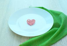 Coeur romantique du plat pour le petit déjeuner Photos libres de droits
