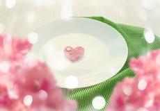 Coeur romantique du plat pour le petit déjeuner Image stock
