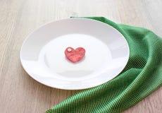 Coeur romantique du plat pour le petit déjeuner Photo stock