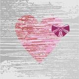 Coeur rose avec un arc lilas Photos stock