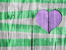 Coeur rose découpé dans un conseil en bois Fond Carte postale, valentine Photos libres de droits