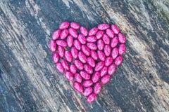 Coeur rose sur le fond en bois Photographie stock