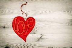 Coeur rouge au-dessus de fond en bois Jour de valentines d'amour Photographie stock