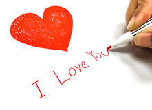 Coeur rouge avec je t'aime le mot sur la carte de papier Image stock