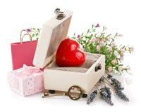 Coeur rouge avec la clé dans la boîte Photo stock