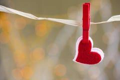 Coeur rouge avec le beau fond Images libres de droits
