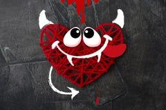 Coeur rouge avec un klaxon et une queue du thème de diable pour le jour du ` s de Valentine Mariage, amour Images libres de droits