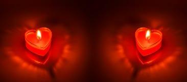 Coeur rouge brûlant de bougie Photos stock