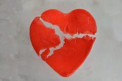 Coeur rouge cassé de glace Image stock
