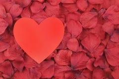 Coeur rouge d'amour avec l'espace pour la copie au centre Images libres de droits