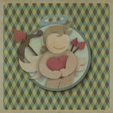Coeur rouge d'amour d'étreinte de cupidon sur le rétro fond, cra de papier réutilisé Image libre de droits