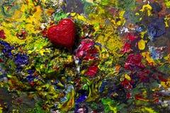 Coeur rouge d'amour sur la palette colorée Photographie stock