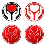 Coeur rouge dans des mains illustration libre de droits