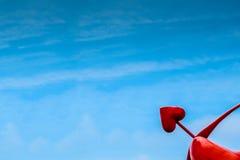 Coeur rouge dans le ciel Photos stock