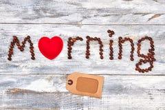 Coeur rouge dans le matin de mot Photos stock