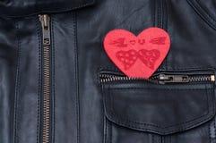 Coeur rouge dans votre poche Images libres de droits