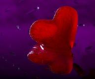 Coeur rouge de glace Images stock