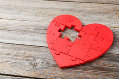 Coeur rouge de puzzle Photographie stock