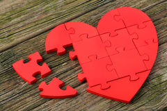 Coeur rouge de puzzle Photos stock