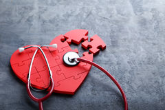 Coeur rouge de puzzle Images stock