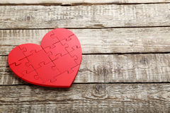 Coeur rouge de puzzle Photo stock
