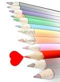 Coeur rouge du crayon W de crayon d'isolement photos stock