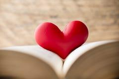 Coeur rouge du livre Cartes de voeux Images libres de droits