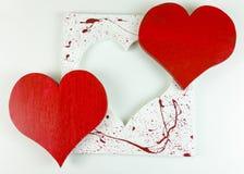 Coeur rouge en bois fait maison du ` s de Valentine sur le fond blanc Images stock