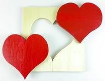 Coeur rouge en bois fait maison du ` s de Valentine sur le fond blanc Photo stock