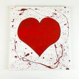 Coeur rouge en bois fait maison du ` s de Valentine sur le fond blanc - dessus Photos libres de droits