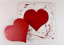Coeur rouge en bois fait maison du ` s de Valentine sur le fond blanc - dessus Image libre de droits