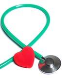 Coeur rouge et stéthoscope vert  Images stock