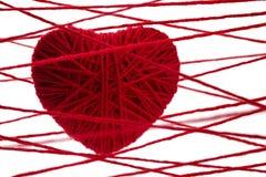 Coeur rouge fait à partir de la laine Photos stock