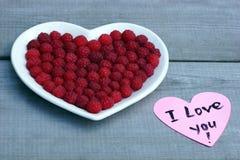 Coeur rouge fait de framboise Images libres de droits