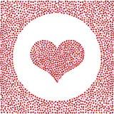 Coeur rouge fait de petits coeurs et petits coeurs autour Fond de jour de valentines avec beaucoup de coeurs Photo libre de droits