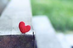Coeur rouge La carte postale de jour de valentines, vous aiment, images libres de droits