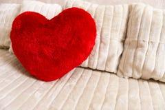 Coeur rouge mou pelucheux Photos stock