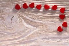Coeur rouge sur le bois Image libre de droits