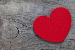 Coeur rouge sur le bois Photo libre de droits
