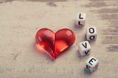 Coeur rouge sur le bois Images libres de droits