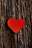 Coeur rouge sur le bois Photo stock