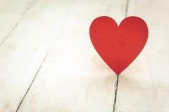 Coeur rouge sur le bois Photos libres de droits