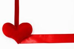 Coeur rouge sur le fond blanc, en forme de coeur, jour de valentines Image stock